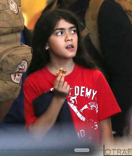 Blanket Jackson at the airport ♥♥