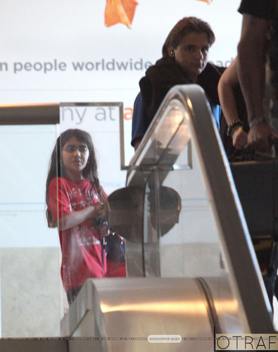 Blanket Jackson with his brother Prince Jackson at the airport ♥♥