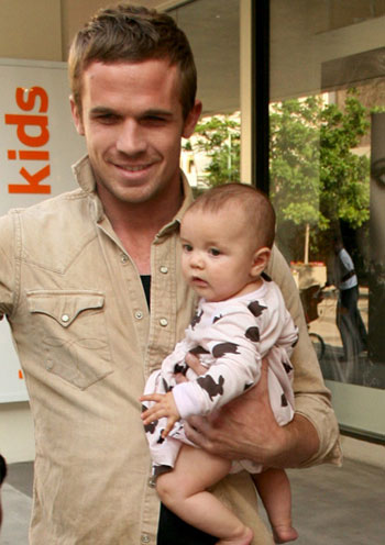 Cam Gigandet and his daughter