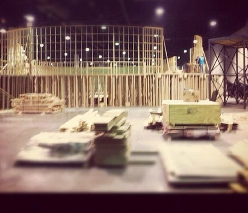 Crew building a set for Catching feu in Atlanta