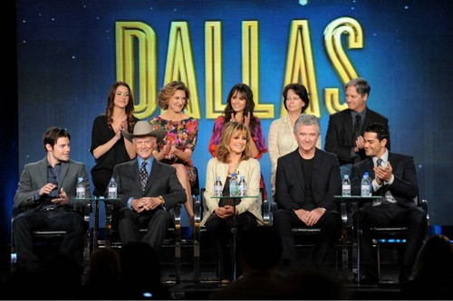 Dallas Tv 表示する 壁紙 containing a コンサート called Dallas Cast