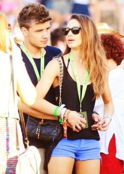 Liam Payne hình nền possibly containing bare legs, a hip boot, and quần nóng called Danielle and Liam ♥