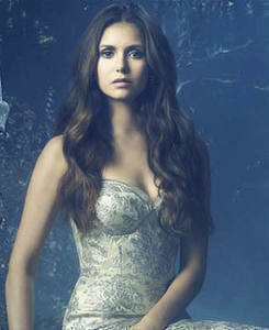 Elena Gilbert wallpaper probably with a bustier titled Elena in season 4