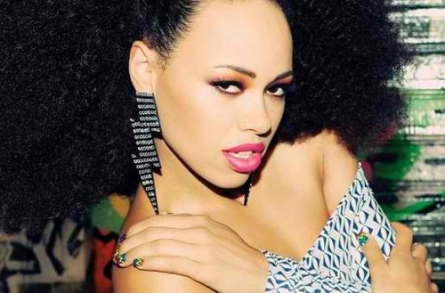 Elle Varner is bashful <3333333