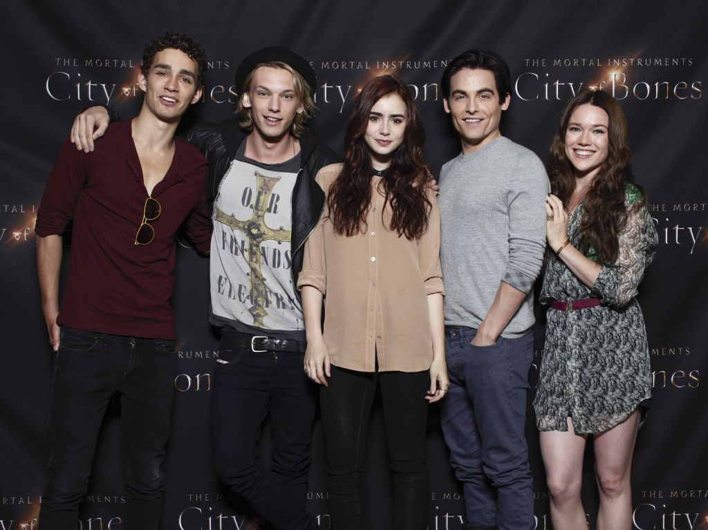 First official image of 'The Mortal Instruments: City of Bones' cast