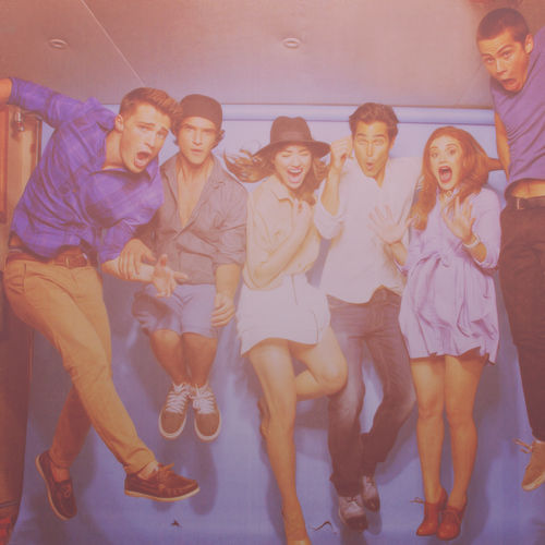 Holland Roden and Teen serigala cast