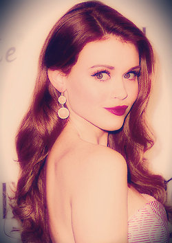Holland Roden wallpaper probably with a portrait entitled Holland Roden