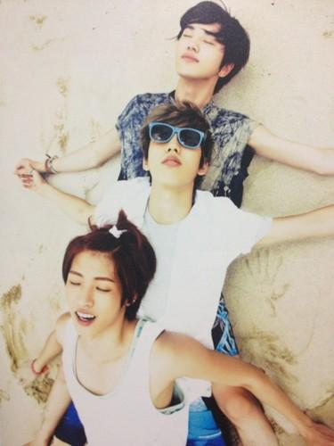 Infinite - She's Back (Japanese single) Photobook