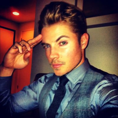 Josh Henderson karatasi la kupamba ukuta possibly with a business suit called Josh Henderson