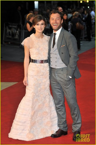 Keira attends the world premiere of Anna Karenina at the Odeon Leicester Square in Londres