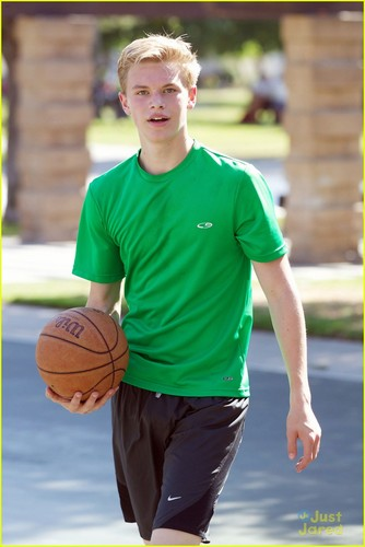 Kenton Duty playing basketbal