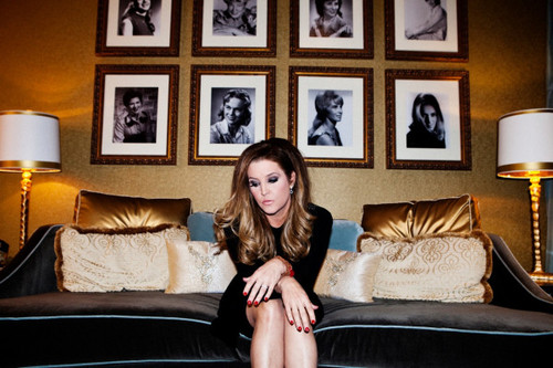 Lisa Marie Presley fond d'écran with a family room, a couch, and a living room called LMP 2012