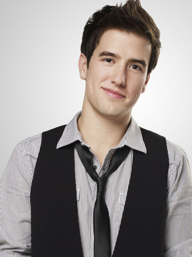 Logan Henderson wallpaper probably containing a business suit, a well dressed person, and a suit called Logan