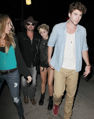 Miley Cyrus - Leaving Billy Ray's concerto In West Hollywood. [31/08]