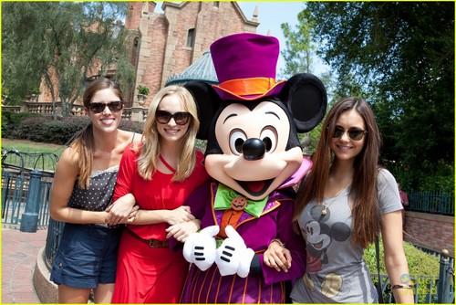 Nina & Candice @ the Magic Kingdom