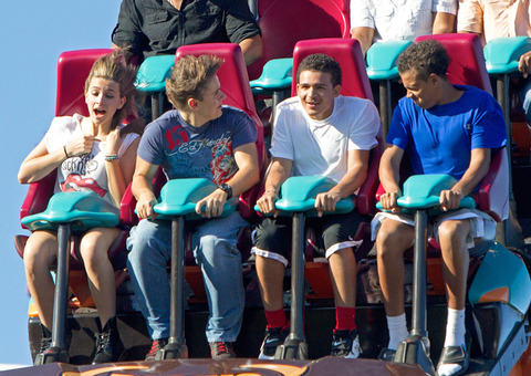 Paris Jackson, Prince Jackson, Johnathan and James at Six Flags in illinois ♥♥
