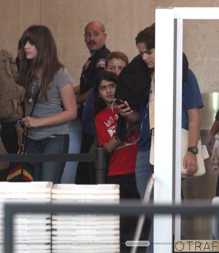 Paris Jackson and her brother Blanket Jackson at the airport ♥♥