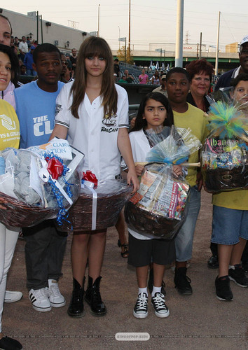 Paris Jackson and her brother Blanket Jackson in Gary, Indiana ♥♥