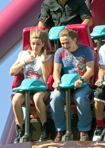 Paris Jackson and her brother Prince Jackson at Six Flags in illinois ♥♥