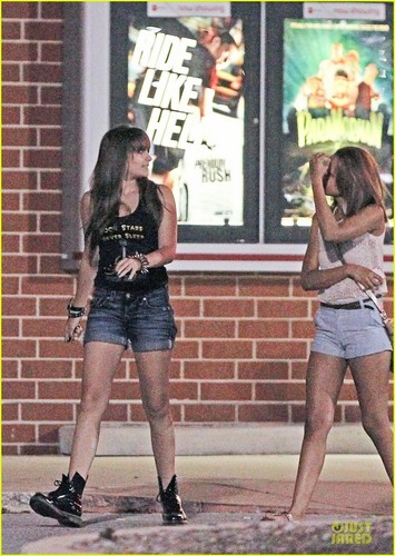 Paris Jackson and her cousin Jahmia Sutherland in Gary, Indiana ♥♥