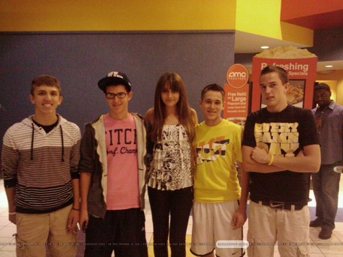 Paris Jackson with fans in Gary, Indiana ♥♥