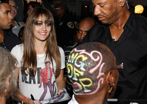 Paris Jackson with the شائقین in Gary, Indiana ♥♥