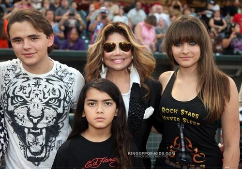 Prince Jackson, Blanket Jackson, La Toya Jackson and Paris Jackson in Gary, Indiana ♥♥