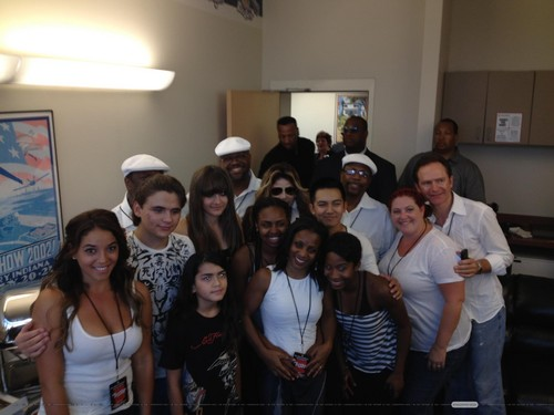 Prince Jackson, Blanket Jackson, Paris Jackson and La Toya Jackson with fans in Gary, Indiana ♥♥