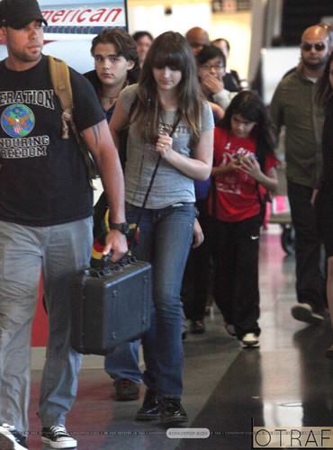 Prince Jackson, Paris Jackson and Blanket Jackson at the airport ♥♥