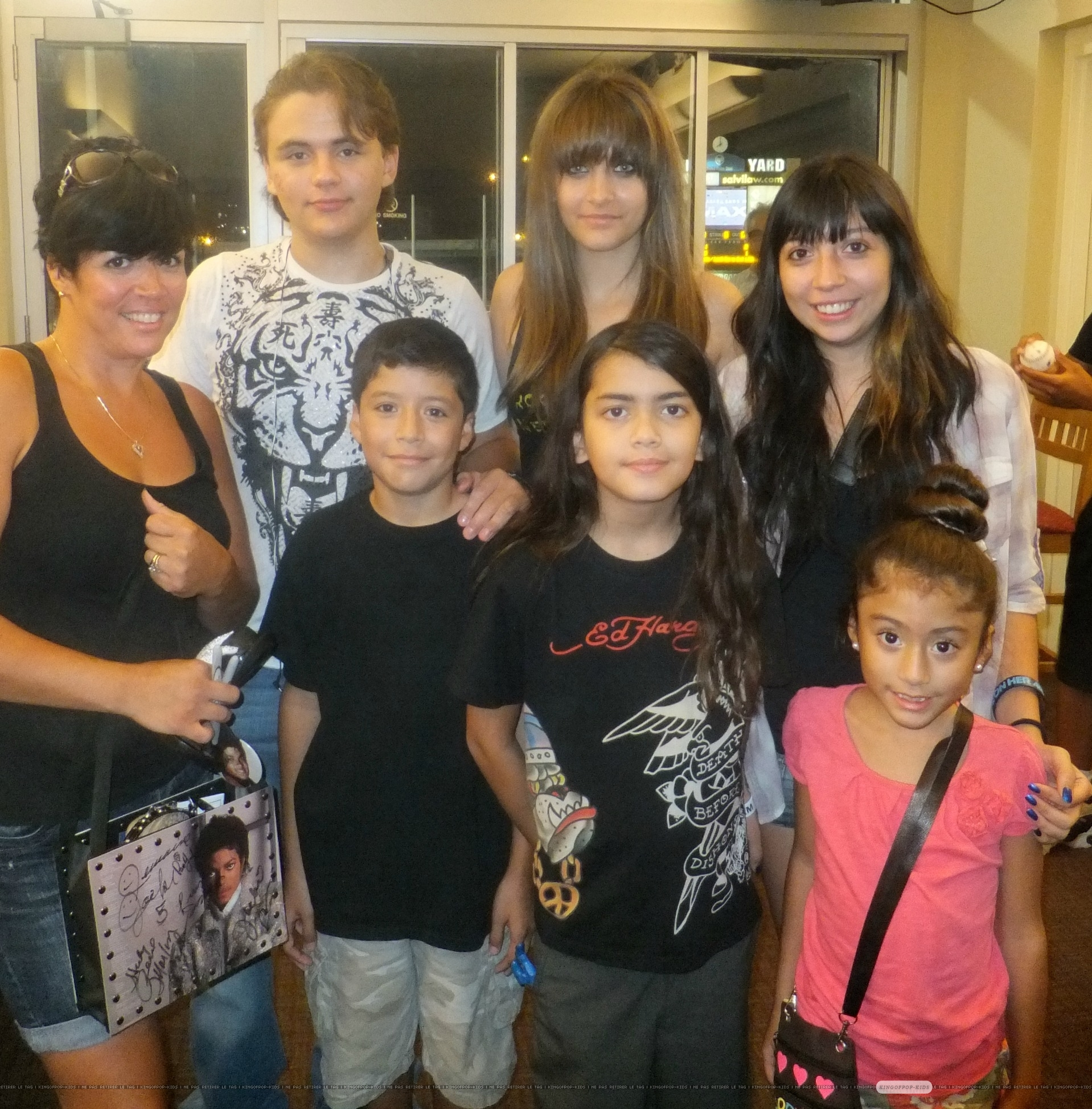 Prince Jackson, Paris Jackson and Blanket Jackson with fans in Gary, Indiana ♥♥