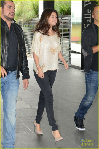 Selena - Meeting her mashabiki in Paris - September 03, 2012