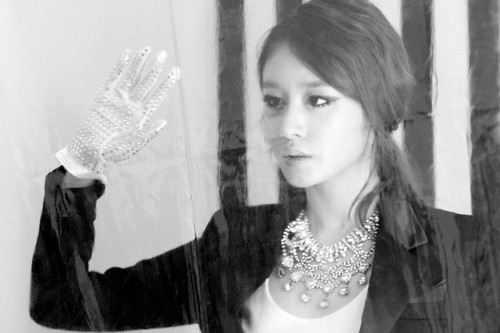 T-ARA (Tiara) wallpaper possibly containing a mantilla and a portrait entitled T-ara sexy love