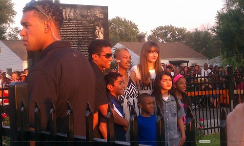 TJ Jackson, Royal Jackson, Paris Jackson and Blanket Jackson with fans in Gary, Indiana ♥♥