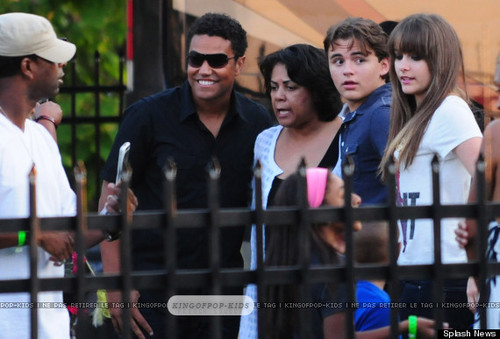 TJ Jackson with his cousins Prince Jackson and Paris Jackson in Gary, Indiana ♥♥