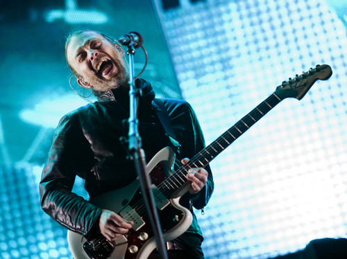 Radiohead wallpaper with a guitarist and a concert called Thom Yorke