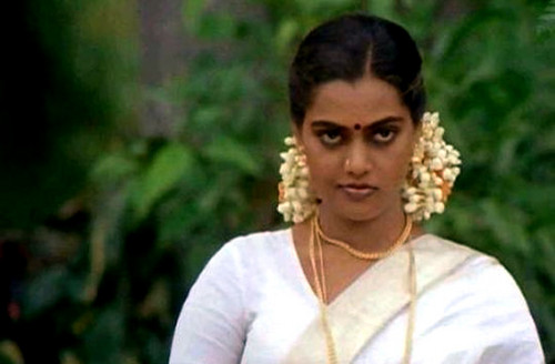 beroemdheden who died young achtergrond possibly with a portrait titled Vijayalakshmi Vadlapati-Silk Smitha (2 December 1960 – 23 September 1996)