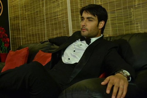 Vivian Dsena karatasi la kupamba ukuta probably with a business suit titled Vivian Dsena(Rishabh Kundra)