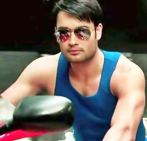 Vivian Dsena achtergrond with sunglasses entitled Vivian Dsena