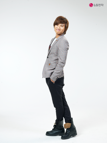 DARA 2NE1 fondo de pantalla containing a business suit, a well dressed person, and a suit called daesung big bang 1800 x 2400