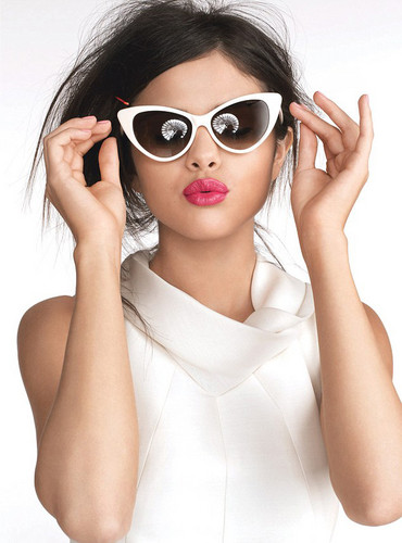 sel blowing kisses xxx