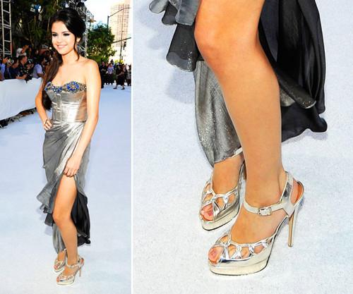 Селена Гомес Обои titled selena's shoes