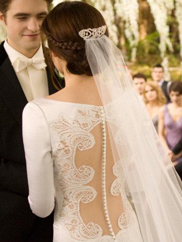 Dream wedding dress vs real wedding dress bella swan fanpop bella swan dream wedding dress vs real wedding dress junglespirit Image collections