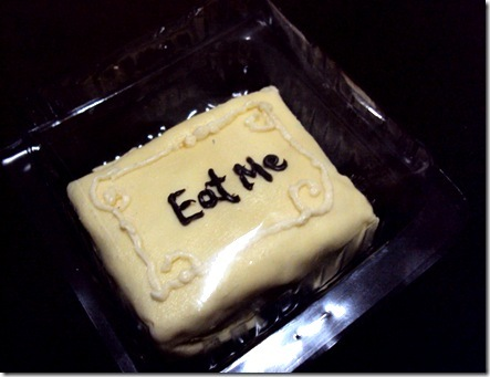 alice in wonderland eat me cake