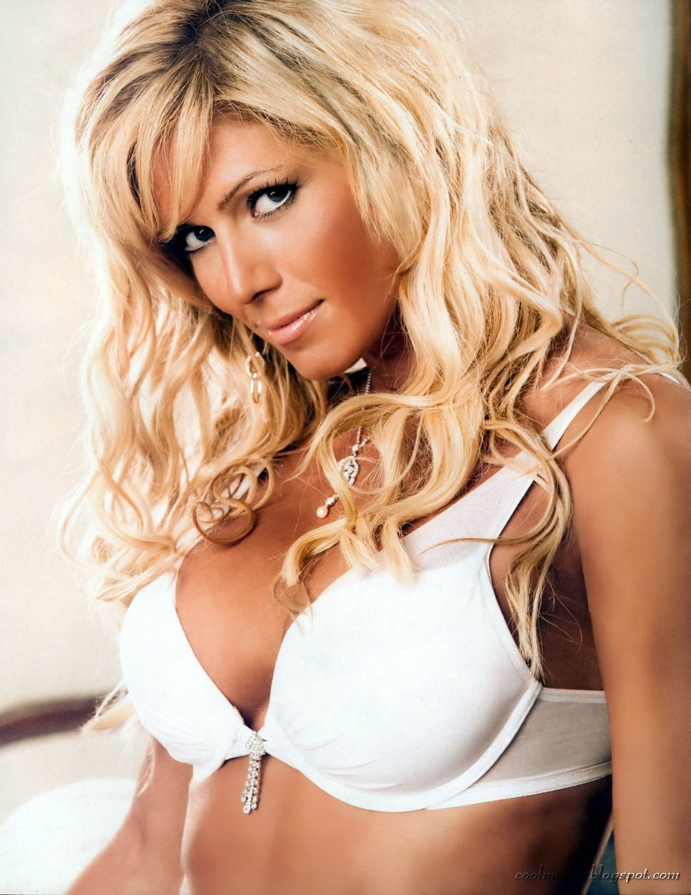 Who is the hottest diva in wwe history poll results wwe for Hottest wwe diva
