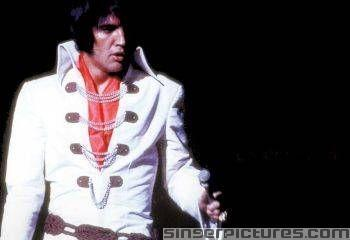 Which bright light city sets Elvis's soul on feuer ?