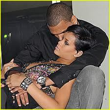 At what Jahr did chris and Rihanna start dating?