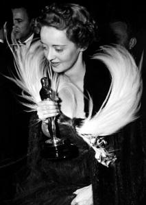Who won the Christie's auction of Bette's 1938 Best Actress Oscar?