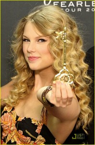 where did taylor nhanh, swift get the key of the city from