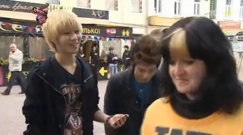 What's the name of the song that Taemin sang to a russian girl which was distributing flyers?