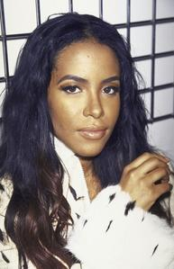What TV programme did Aaliyah host in 2000 ?